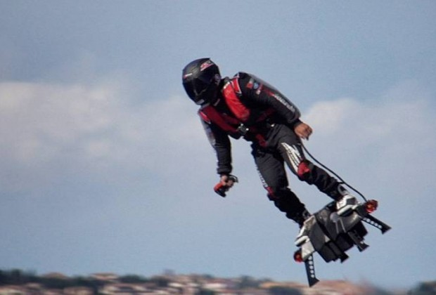 Francky-Zapata5_Flyboard-Air_Cd-Mentiel-Magazine
