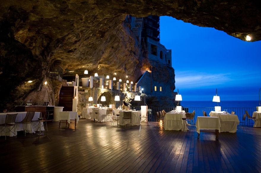 italian-cave-restaurant-grotta-palazzese-polignano-mare-21