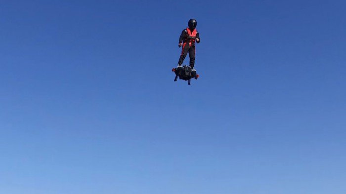 Francky-Zapata4_Flyboard-Air_Cd-Mentiel-Magazine